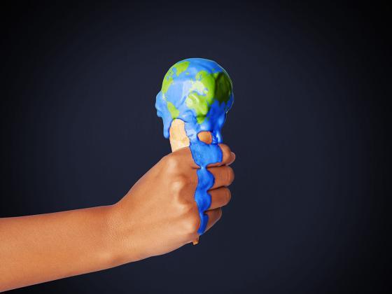 Kuvituskuvassa maapallojäätelö sulaa