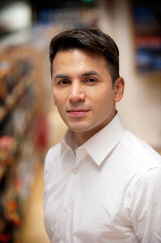 Antonio Flores.