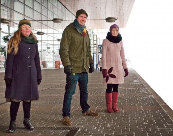 Tuija Mäkinen, Touko Aalto ja Maia Fandi.