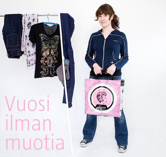 Johanna Sumuvuori ja vaaterekki.