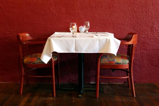 Kuvituskuvassa ruokapöytä
