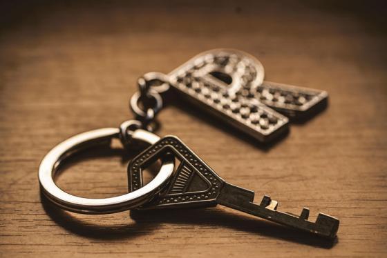 Kuvituskuvassa avain ja avainmenperä