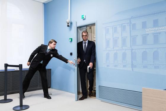 Juha Sipilä tulee ovesta