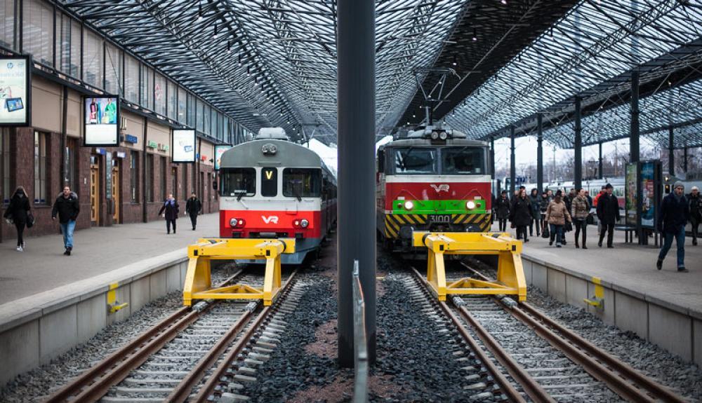 Junat asemalla