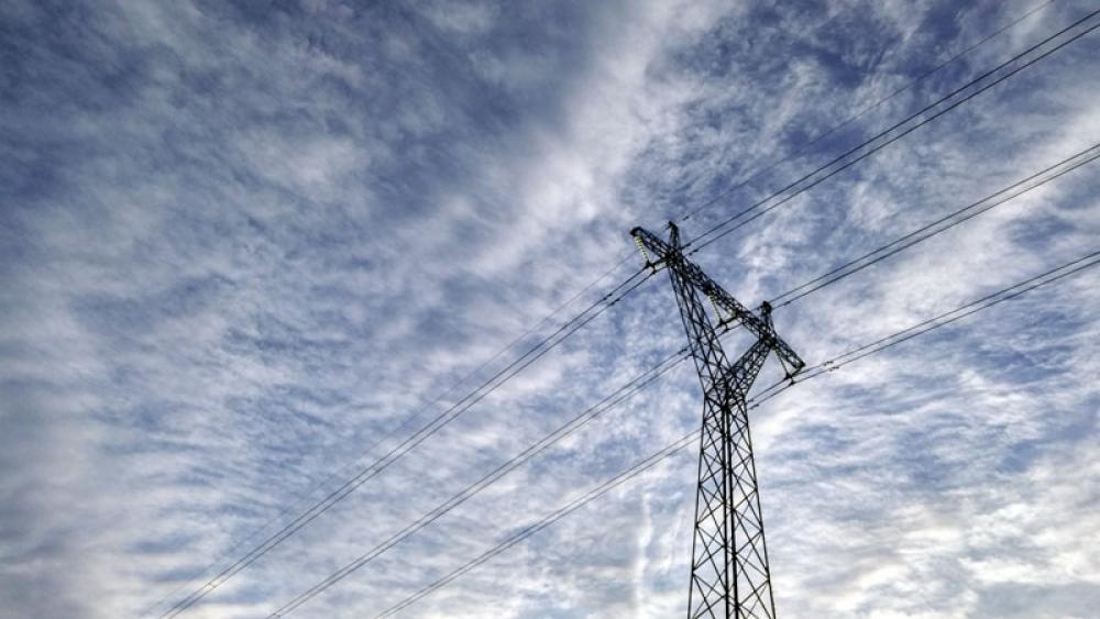 Sähkötolppa ja taivas
