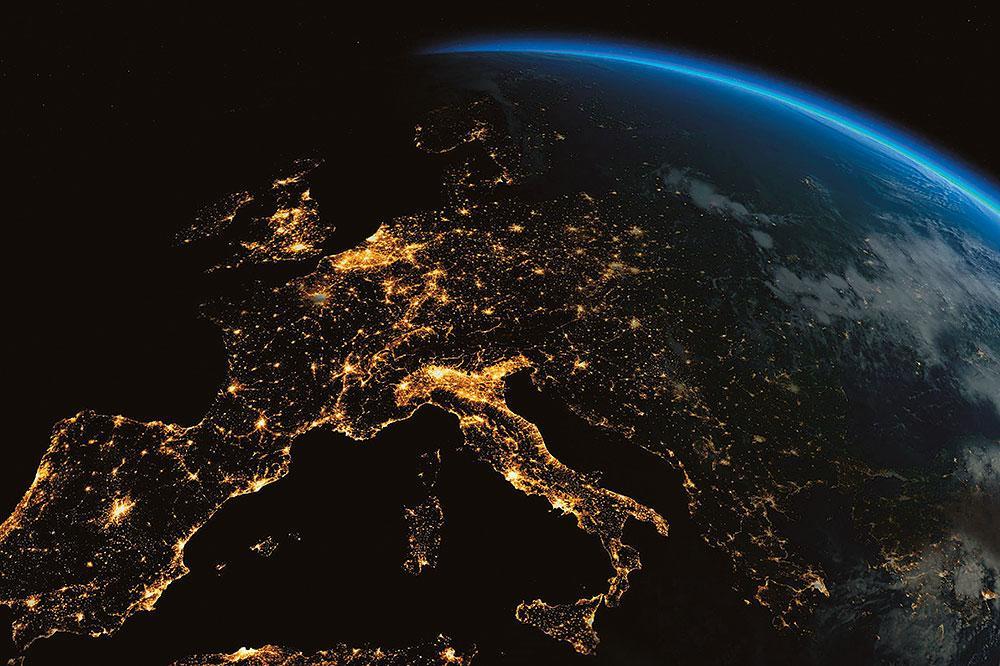 Satelliittikuva Euroopan yöstä