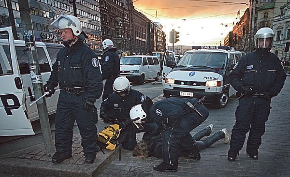 Poliisin toimintaa EuroMayDay-mielenosoituksessa.