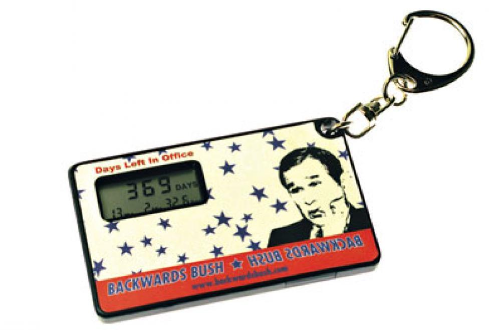 Avaimenperä, jossa on laskuri, joka kertoo, kuinka pitkään Yhdysvaltain nykyinen presidentti George W. Bush on vielä virassaan (www.backwardsbush.com).