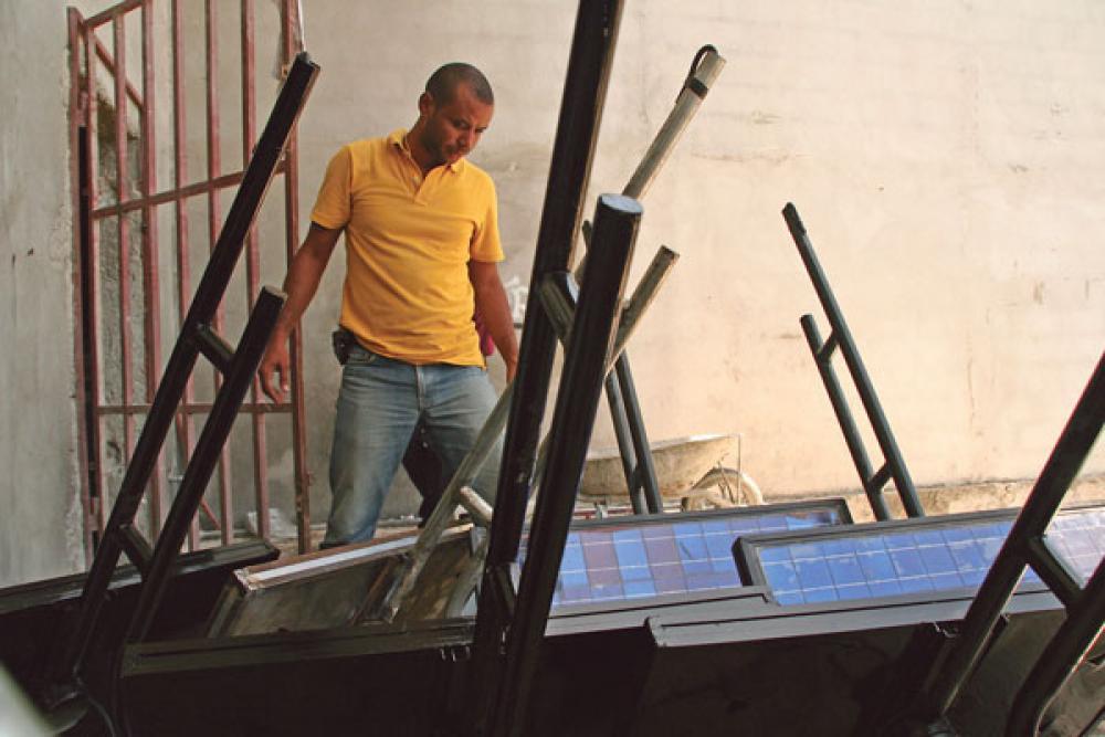 Alex Georges ja aurinkopaneeleja.