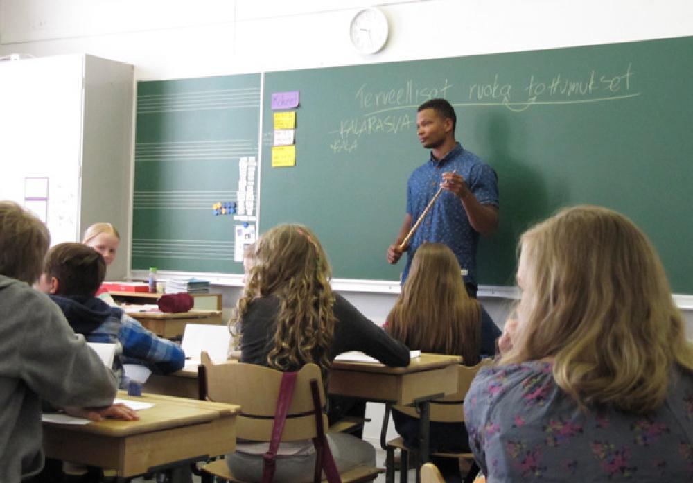 Musta Barbaari opettaa.