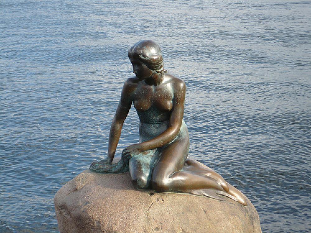 Pieni merenneito -patsas Kööpenhaminassa.