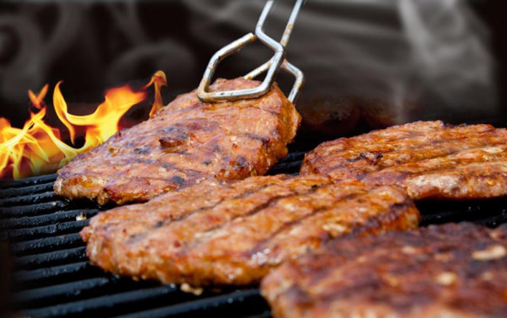 Lihaa grillissä.