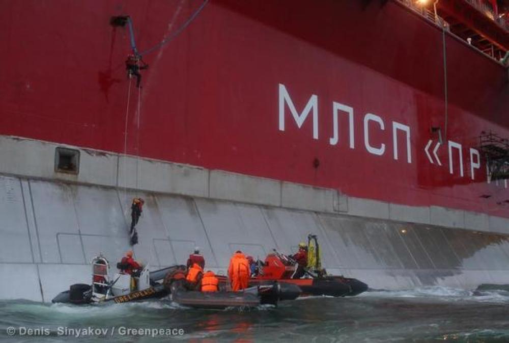 Greenpeacen aktivistit merellä.
