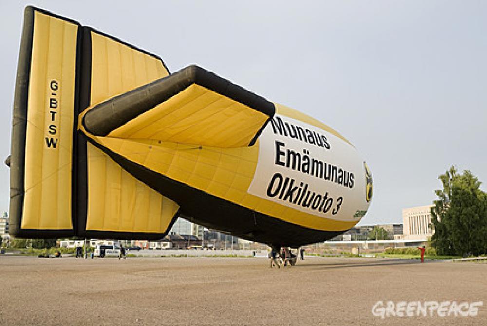 Greenpeacen ilmalaiva.