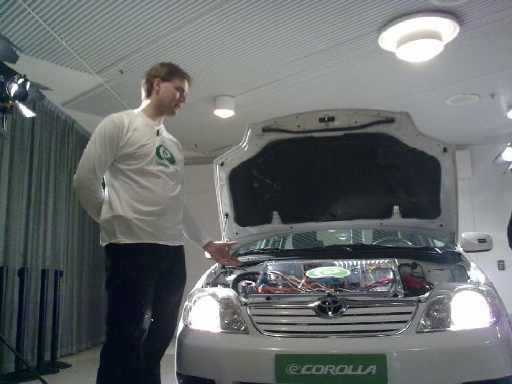 Jukka Järvinen esittelee eCorollaa.