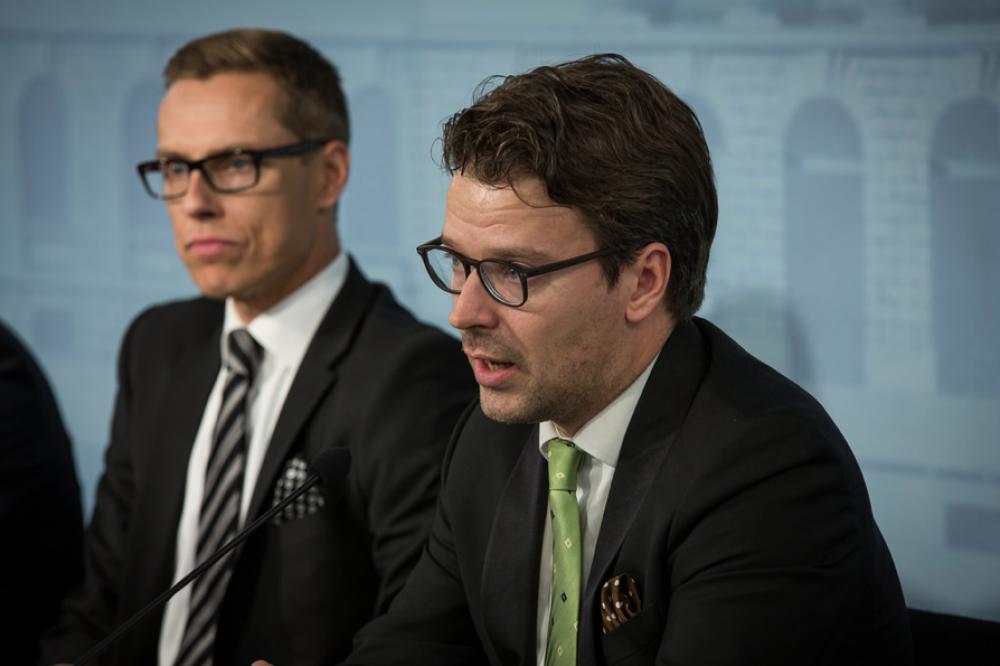 Ville Niinistö tiedotustilaisuudessa.