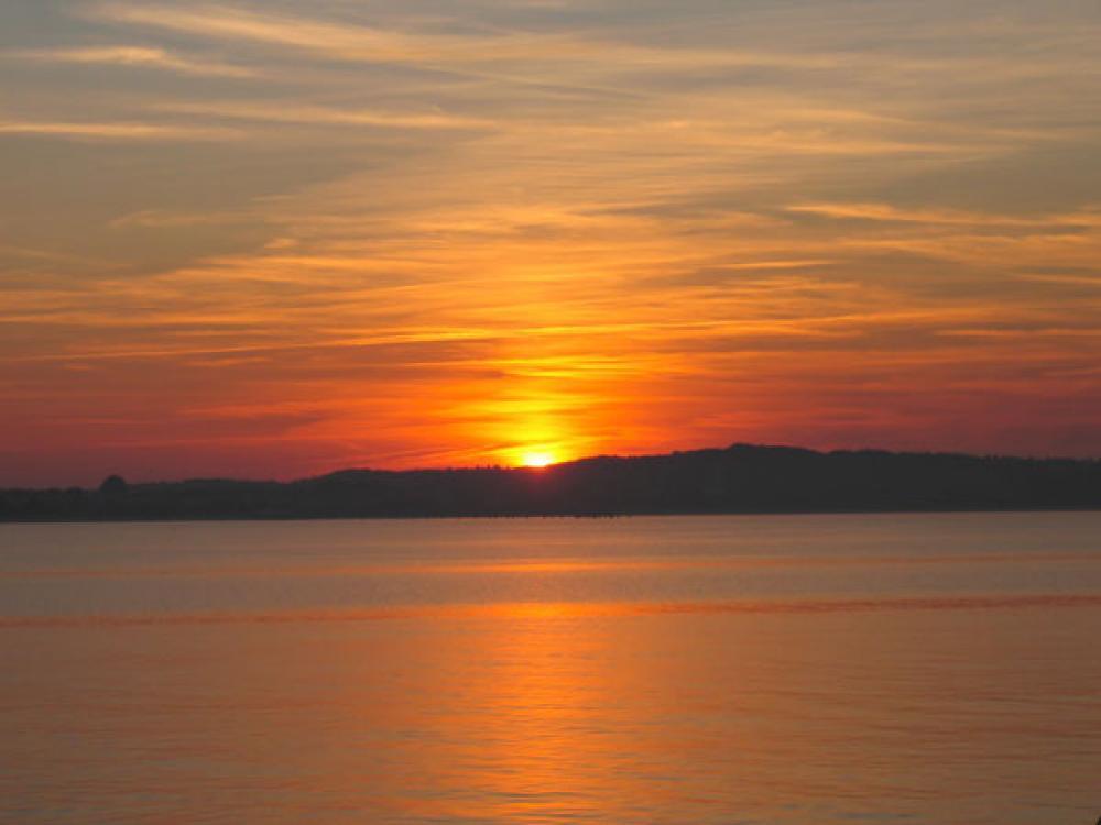 Auringonlasku Itämerellä.