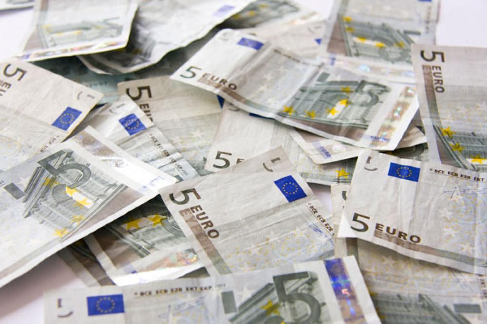 Viiden euron seteleitä.