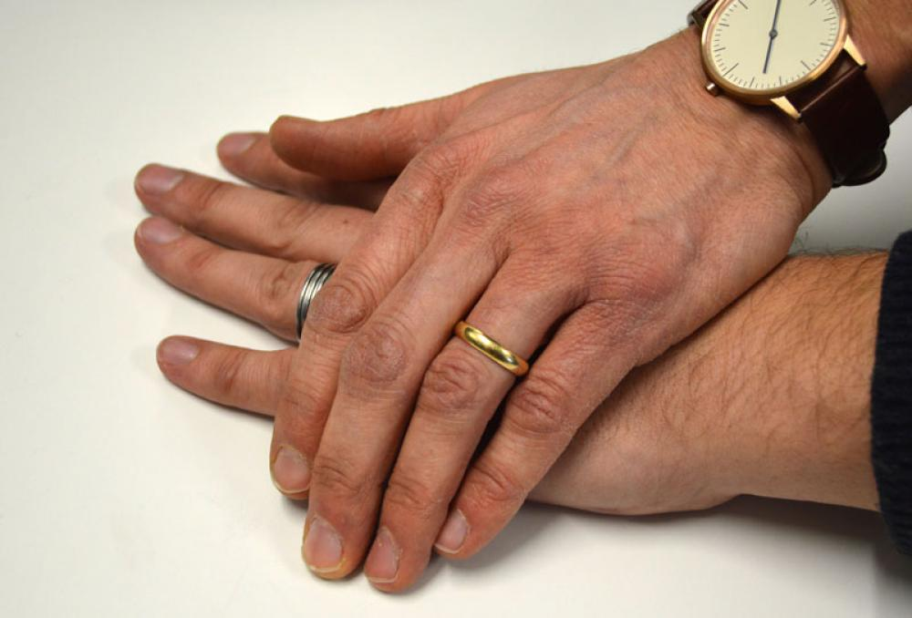 Miesten kädet