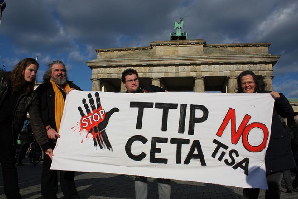 Vapaakauppasopimuksia vastustava mielenosoitus