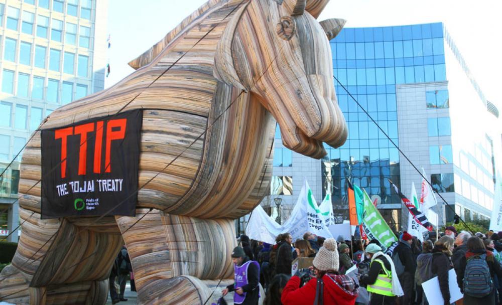 TTIP:n vastainen mielenosoitus Brysselissä