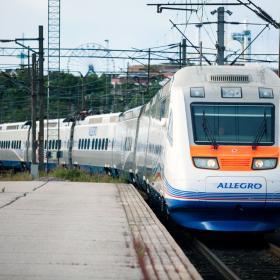 Allegro-juna saapuu Helsingin Rautatieasemalle
